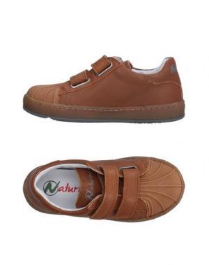Низкие кеды и кроссовки NATURINO. Цвет: коричневый