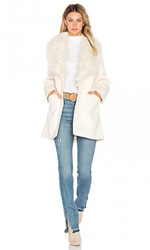 Пальто elixir of love Unreal Fur. Цвет: ivory