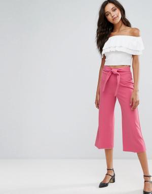 Miss Selfridge Укороченные брюки с поясом. Цвет: розовый