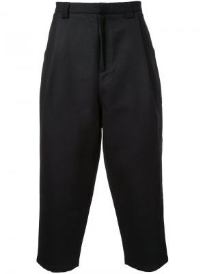 Укороченные брюки General Idea. Цвет: чёрный