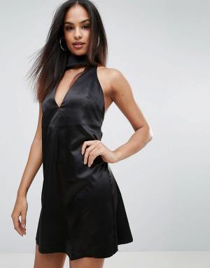 Rare Короткое приталенное платье с чокером. Цвет: черный