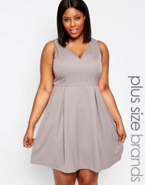 Koko Приталенное платье с вырезом сердечком Plus. Цвет: серый