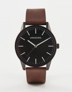 UNKNOWN Классические часы с черным циферблатом и кожаным ремешком. Цвет: коричневый