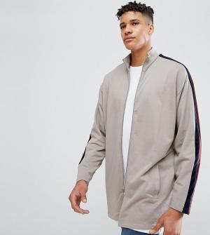 ASOS Удлиненная спортивная куртка с велюровой полоской TALL. Цвет: бежевый