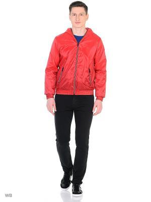 Куртка GUESS. Цвет: красный