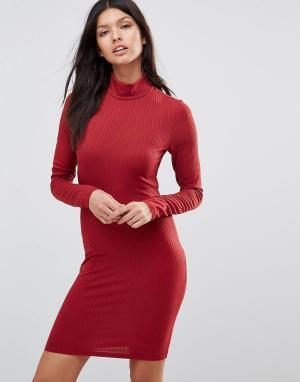 Club L Платье-поло в рубчик с высоким воротом и длинными рукавами. Цвет: красный