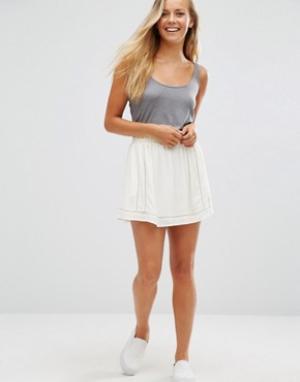 Maison Scotch Мини-юбка с сетчатой отделкой. Цвет: белый