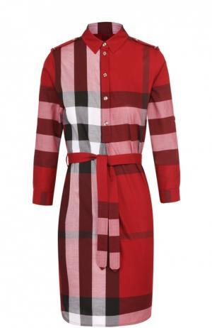 Платье-рубашка в клетку с поясом и погонами Burberry. Цвет: красный