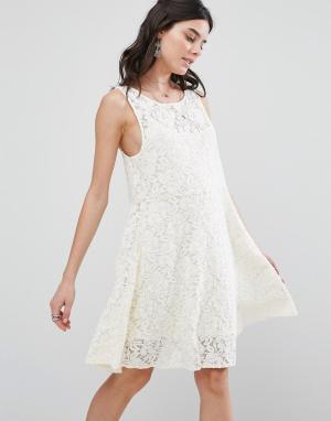Free People Кружевное платье. Цвет: белый