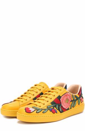 Кожаные кеды Ace с контрастной вышивкой Gucci. Цвет: желтый