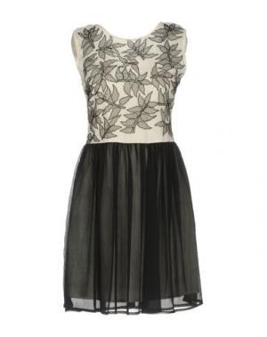 Короткое платье LA KORE. Цвет: белый