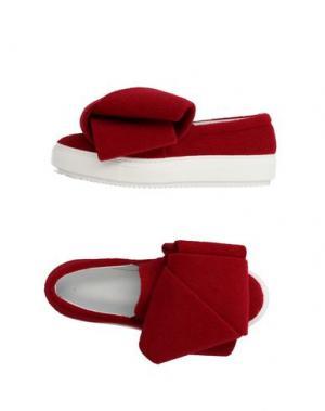 Низкие кеды и кроссовки OLIVIA'S BOW. Цвет: красный