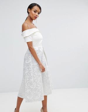 Vesper Платье для выпускного с открытыми плечами и жаккардовой юбкой металлик. Цвет: белый