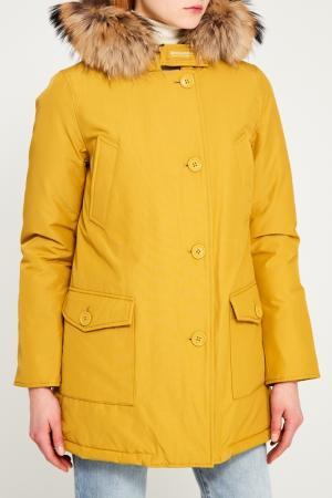 Желтая хлопковая парка с мехом Woolrich. Цвет: желтый