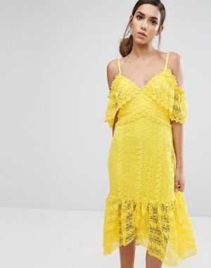 Three Floor Кружевное платье миди с открытыми плечами. Цвет: желтый