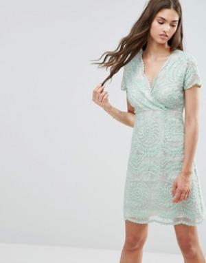Darling Кружевное цельнокройное платье с короткими рукавами. Цвет: зеленый