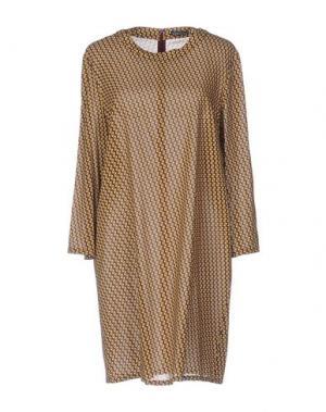Короткое платье LAURA URBINATI. Цвет: охра