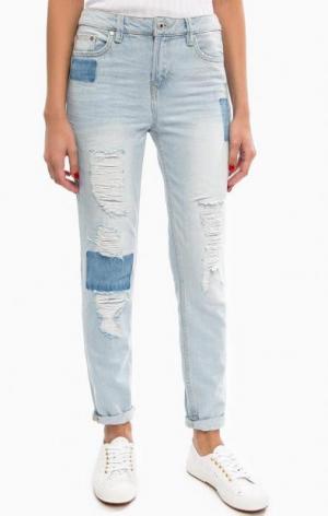 Голубые джинсы бойфренд с заплатами TOM TAILOR Denim. Цвет: голубой
