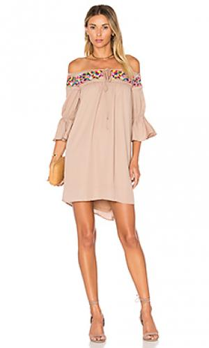 Платье britney VAVA by Joy Han. Цвет: цвет загара
