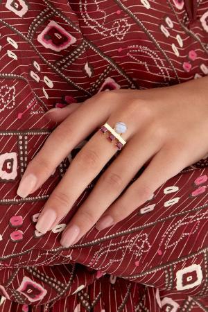 Позолоченное кольцо с агатом и родолитами Moonka Studio. Цвет: голубой