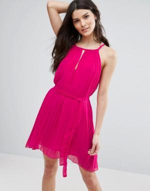 Jasmine Плиссированное платье с вырезом капелькой. Цвет: розовый