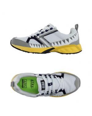 Низкие кеды и кроссовки STRD BY VOLTA FOOTWEAR. Цвет: белый