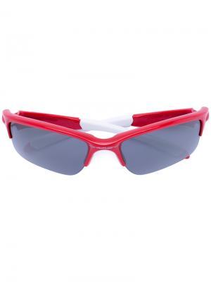 Солнцезащитные очки прямоугольной формы Oakley. Цвет: красный