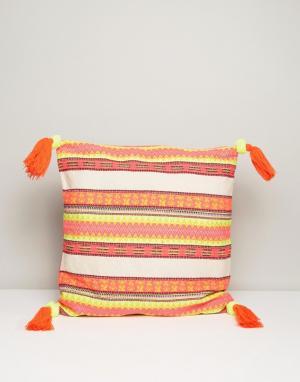 America & Beyond Чехол на подушку с неоновой вышивкой и кисточками. Цвет: розовый
