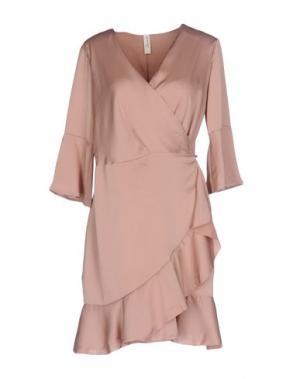 Короткое платье SOUVENIR. Цвет: телесный