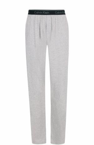 Домашние хлопковые брюки свободного кроя Calvin Klein. Цвет: серый