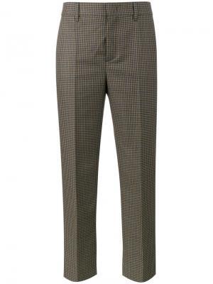 Укороченные брюки в ломаную клетку Prada. Цвет: серый