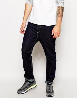 ASOS Синие суженные книзу джинсы. Цвет: синий