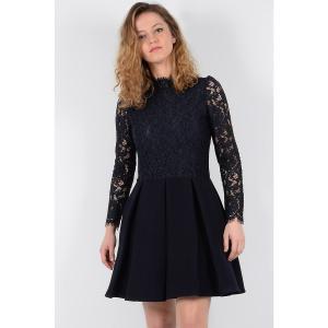 Платье короткое кружевное с длинными рукавами MOLLY BRACKEN. Цвет: темно-синий