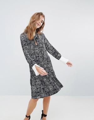 Closet London Платье с принтом и оборкой на подоле. Цвет: мульти