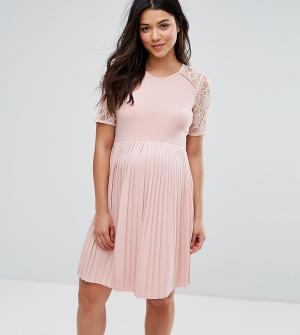 ASOS Maternity Платье мини для беременных с плиссировкой и кружевом. Цвет: розовый
