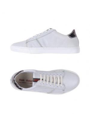 Низкие кеды и кроссовки WALLY WALKER. Цвет: белый