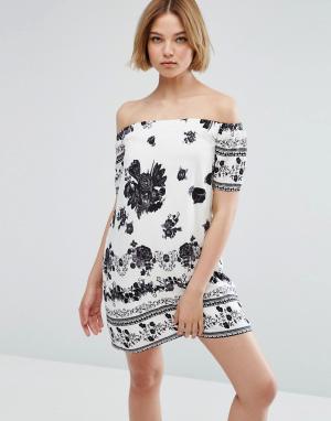 Parisian Платье с открытыми плечами и принтом. Цвет: белый