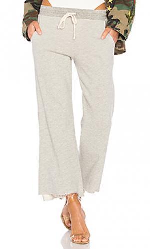 Расклешенные спортивные брюки SUNDRY. Цвет: серый