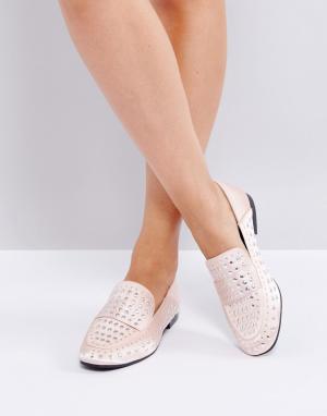 QUPID Туфли на плоской подошве с отделкой заклепками. Цвет: бежевый