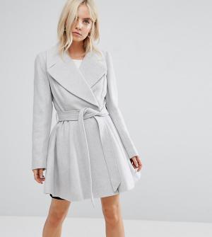ASOS Petite Расклешенное пальто с поясом и большим воротником. Цвет: серый