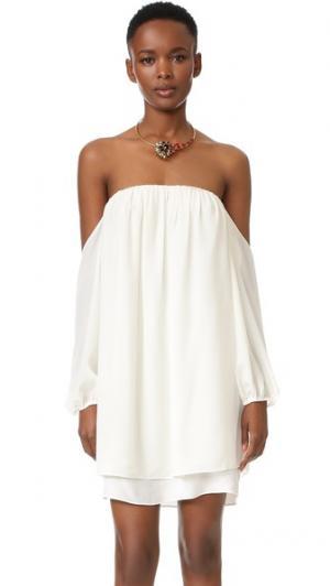 Платье с открытыми плечами MISA. Цвет: золотой