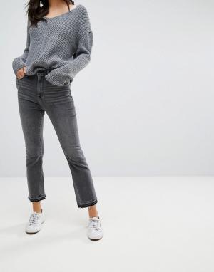 Abercrombie & Fitch Черные укороченные расклешенные джинсы. Цвет: черный