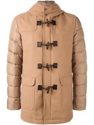 Пальто-пуховик с контрастными рукавами Herno. Цвет: телесный