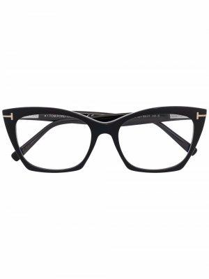 Солнцезащитные очки в оправе кошачий глаз с логотипом TOM FORD Eyewear. Цвет: черный