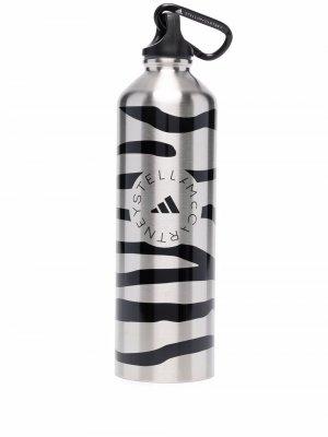 Zebra-print water bottle adidas by Stella McCartney. Цвет: серебристый