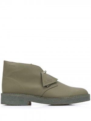 Ботинки дезерты Clarks Originals. Цвет: зеленый