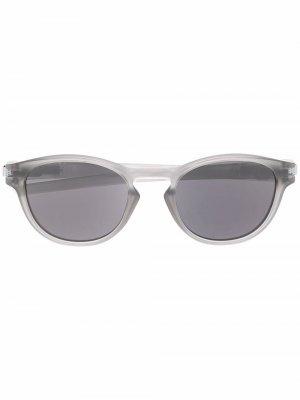 Солнцезащитные очки Latch в круглой оправе Oakley. Цвет: серый
