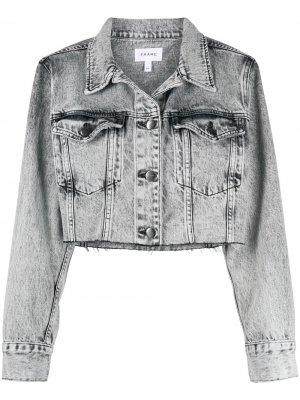 Укороченная джинсовая куртка с бахромой FRAME. Цвет: серый