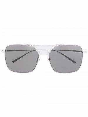 Солнцезащитные очки в массивной оправе Calvin Klein. Цвет: серебристый