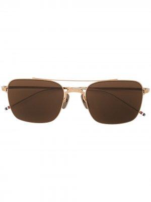 Солнцезащитные очки в квадратной оправе Thom Browne. Цвет: коричневый